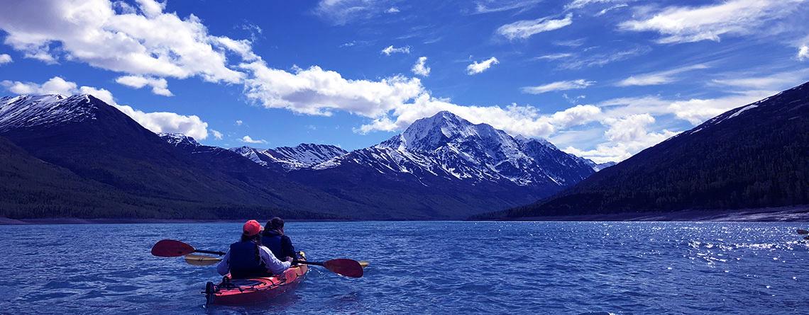A couple of the choir students enjoying kayaking at Turquoise Lake.